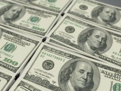 Dollar Hikes as Investors Gain Confidence After U.S Aid Package
