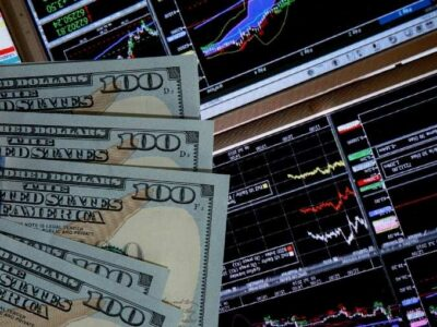 Dollar Stabilizes While Gold Surges on Full Vaccine Approval